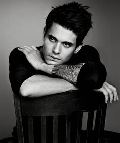 Listen to music from John Mayer like New Light, Slow Dancing in a Burning Room & more. Find the latest tracks, albums, and images from John Mayer. John Mayer, Berklee College Of Music, Beautiful Men, Beautiful People, Kreative Portraits, Details Magazine, Male Photography, Musician Photography, Landscape Photography