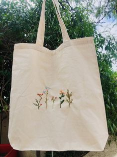 Embroidery On Clothes, Embroidery Bags, Simple Embroidery, Embroidered Clothes, Embroidery Patterns, Embroidered Flowers, Flower Embroidery, Embroidered Gifts, Diy Embroidery Canvas