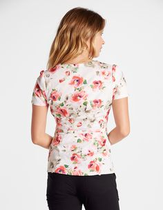 Peplum Top in New Bloom is a contemporary addition to women's medical scrub outfits. Shop Jaanuu for scrubs, lab coats and other medical apparel. Scrubs Outfit, Scrubs Uniform, Nursing Scrubs, Medical Scrubs, Lab Coats, Medical Uniforms, Pta, Scrub Tops, Floral Tops