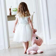 • RAFFI • #mevrouwaardbei #donebydeer #knuffel #raffi #kinderkamer #kidsstyle #kinderkamerstyling #kinderzimmer #kidsdecor #girl #pink