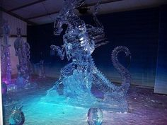 *jaw drops*    This amazing alien queen ice sculpture was made by Koji Kareki & Kei Sakugawa for this year's Winterlude ice sculpture contest in Ottawa, Canada