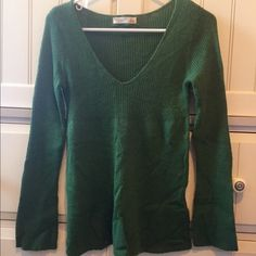 Old Navy Kelly Green Sweater Perfect for the holiday season! Only worn a few times, very slight piling. Tag in last pic has a stain on it but sweater itself does not. Cat friendly home Old Navy Sweaters V-Necks
