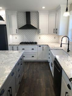 Kitchen Redo, Living Room Kitchen, Home Decor Kitchen, Kitchen Interior, Kitchen Remodel, Kitchen Ideas, Modern Farmhouse Kitchens, Home Kitchens, Small Farmhouse Kitchen