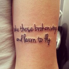 Frase: Take these broken wings and learn to fly