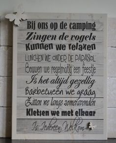 De belangrijkste punten die nodig zijn op een camping staan vermeld op dit bordje. Dit is leuk om terug te zien op een camping.