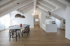 ELEGANTE ATTICO DI PRESTIGIO IN ZONA PIAZZA SAN BABILA Luxury Real Estate, Luxury Lifestyle, Villa, Interior Design, Milano, Business Design, Architecture, Table, House