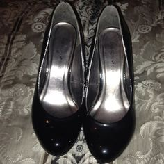 Shiny Black Heels Plain black pair of heels. Maybe a 2 or 3 inch heel. Technically a 9W. Only worn twice and both times that was just around the house. Fashion Bug Shoes Heels