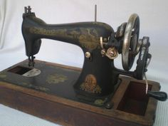 Singer 15 handcrank with old-style stitch length knob and Sphinx decals. Not a 66K.