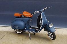 Beautiful Vespa restoration. Vespa Ape, Piaggio Vespa, Lambretta Scooter, Scooter Scooter, Retro Scooter, Scooter Motorcycle, Vespa Motor Scooters, Motos Vespa, Classic Vespa