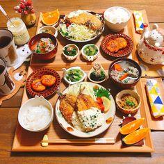 * * 🍙#晩ごはん * *鰯フライ(農場タルタルソース) *紅生姜入りじゃが餅 *アスパラの胡麻酢和え *ほうれん草のお浸し *納豆 *鰯のつみれ汁 *ごはん *オレンジ🍊 * * こんばんは( ¨̮ )॰*✩ お安かった鰯はフライと つみれ汁にしました〜ᗦ↞ᐊ *… Asian Recipes, Healthy Recipes, B Food, Eat This, Exotic Food, Food Places, Food Goals, Cafe Food, Aesthetic Food