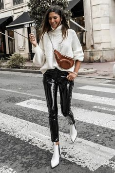 Cute Jumpers for Women to Rock Your Winter Looks « voguee. Winter Fashion Outfits, Stylish Outfits, Spring Outfits, Cute Outfits, Mein Style, Mode Streetwear, Jumpers For Women, Overall, Outfits For Teens