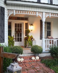 Porch planter ideas! 1,059 Likes, 58 Comments - Lauren Ashworth (@mrslaurenash) on Instagram