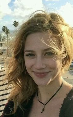 Lili Reinhart - Movie And Comic Vanessa Morgan, Veronica, Petsch, Betty Cooper Riverdale, Camilla Mendes, Lili Reinhart And Cole Sprouse, Cleveland, Belleza Natural, Celebrity Crush