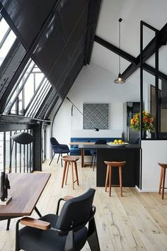 Elegant Apartment With Great Use Of Black Color (2)