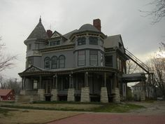 https://flic.kr/p/ec7HMk | The Cross House | Emporia, Kansas  Constructed in 1894 for Colonel HC & Susan Cross. It is listed on the National Register of Historic Places.