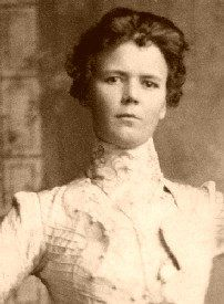 Annie Rogers (aka Della Moore) was a prostitute in the Old West, best known as being the girlfriend of outlaw Kid Curry, who rode with the Wild Bunch gang. Kid Curry was named Harvey Logan. Old West Outlaws, Famous Outlaws, Old West Photos, Westerns, The Wild Bunch, Into The West, American Frontier, The Girlfriends, Le Far West