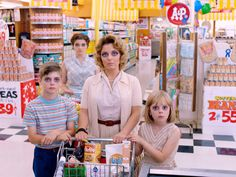 Eyes Wide Open - Tim Burton's Big EyesThe supermarket scene. Photograph by Leah Gallo, © 2014 The Weinstein Company. All Rights Reserved.