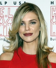 Annalynne McCord Long Straight Formal Hairstyle with Side Swept Bangs - Blonde Hair Color with Light Blonde Highlights - Lobfrisuren Formal Hairstyles, Straight Hairstyles, Green Eyes Pop, Light Blonde Highlights, Annalynne Mccord, Golden Blonde Hair, Medium Blonde, Natural Blondes, Side Swept