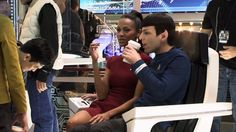 Behind-the-scenes-zachary-quintos-spock-26378386-1280-720.jpg (1280×720)