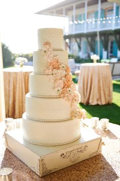 sugar flower cake | Paul Johnson #wedding