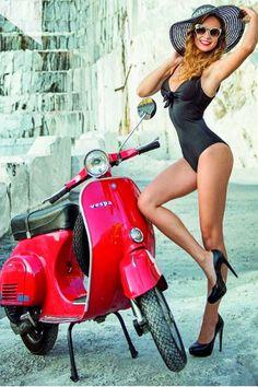 Vespa Girl, Scooter Girl, Motor Scooters, Vespa Scooters, Vespa Models, Vespa Vintage, Red Vespa, Chicks On Bikes, Piaggio Vespa