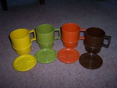 oh my goodness, my mom had a set of these and the pitcher to go along with... the pitcher was that awful green color!