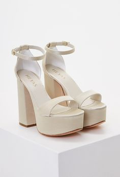 Discover recipes, home ideas, style inspiration and other ideas to try. Fashion Heels, Sneakers Fashion, Shoe Boots, Shoes Sandals, Beautiful Toes, Cute Heels, Wedding Heels, Fashion Vocabulary, Bridal Shoes