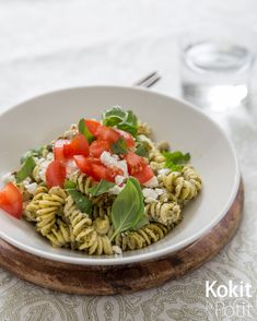 Kreikkalainen kanapasta | Kokit ja Potit -ruokablogi My Cookbook, Pasta Salad, Feta, Ethnic Recipes, Drink, Crab Pasta Salad, Beverage, Drinking