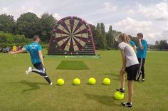 Like peanut butter and chocolate, soccer and darts come together to form something new and wonderful. This simple, but fun game from Foot Sports UK Diy Yard Games, Lawn Games, Backyard Games, Family Games, Games For Kids, Billard Design, Outside Games, Giant Games, Tips And Tricks
