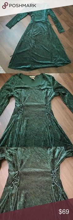 """VTG velvet Gothic/Witch Maxi-dress SEXY Gorgeous crushed Velvet Vintage Maxi dress size Medium Waist can be gathered for a sexy flattering appearance  CHEST: 18"""" flat lay across  LENGTH:  49"""" SLEEVE: 24"""" Forrest Green color Dana Scott Dresses"""