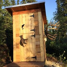 Are you interested in having an outhouse for a cabin or to use an emergency bathroom. One way for you to do this is to build one using a DIY outhouse plan. Building An Outhouse, Building A Shed, Building Plans, Building Ideas, Outhouse Bathroom, Large Sheds, Outdoor Bathrooms, Outdoor Showers, Diy Shed Plans