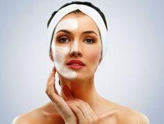 Маска из муки и молока способствует превосходному подтягиванию кожи, а также ее питанию