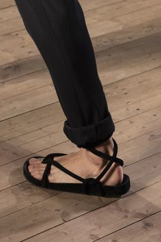 Isabel Marant at Paris Fashion Week Spring 2020 - Details Runway Photos Source by brittahamerich too shoes Isabel Marant, Elle Fashion, Fashion Shoes, Fashion Fall, London Fashion, Spring Shoes, Summer Shoes, Cinderella Shoes, Fashion Week Paris
