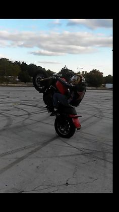 #HarleyDavidsonWheelie #stuntrider #stuckinohio