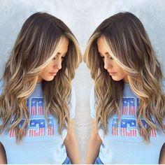 Una tendenza in crescita Sai cos'e' l' Hair Contouring? E' una tecnica di colorazione che permette  di realizzare un'armonia perfetta tra i capelli  ed il visso, basandosi sui lineamenti del volto. Lavoriamo sul rapporto capelli viso in tre  dimensioni, dato che i capelli si muovono attorno al viso, operando un posizionamento  del colore e tecniche di schiaritura capaci  di influenzare la percezione dell'insieme attraverso sfumature + scure o + chiare.  #Acireale #Barberlife #Barber #capelli…