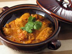 Burmese Chicken Curry If one were to cross indian and Chinese food, and the result were successful, it would taste like this Bur. Indian Food Recipes, Asian Recipes, Ethnic Recipes, Burmese Food, Burmese Recipes, Chicken Snacks, Chicken Recipes, Asian Kitchen, Indian Chicken