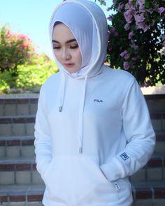 Pin Image by gatoloco Art Hijab Niqab, Hijab Chic, Hijab Fashion, Fashion Outfits, Womens Fashion, Persian Beauties, Cute Boys Images, Casual Hijab Outfit, Hijabi Girl