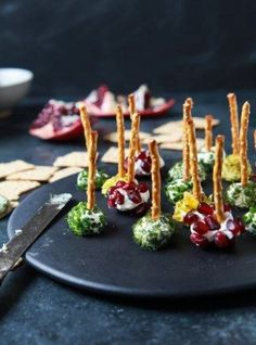 Assorted Holiday Goat Cheese Balls Recipe on Yummly. Best Appetizer Recipes, Quick Dinner Recipes, Best Appetizers, Easy Healthy Dinners, Easy Healthy Recipes, Quick Easy Meals, Healthy Eats, Goat Cheese Ball Recipe, Cheese Ball Recipes