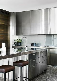 Caution: These 8 Stainless Steel Kitchen Cabinet Ideas Are Blindingly Beautiful Modern Kitchen Cabinets Beautiful Blindingly Cabinet Caution Ideas Kitchen stainless steel Stainless Steel Kitchen Cabinets, Farmhouse Kitchen Cabinets, Painting Kitchen Cabinets, Kitchen Cabinet Design, Kitchen Layout, Rustic Kitchen, Kitchen Modern, Farmhouse Sinks, Minimal Kitchen