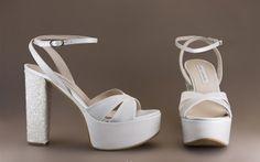 16598-417A SANDALIA DE TACÓN ANCHO CON PLATAFORMA ZAPATOS DE NOVIA 2016 DE LA COLECCIÓN DE LA MARCA ANGEL ALARCON Wedge Wedding Shoes, Bridal Shoes, Luxury Shoes, Shoe Collection, Pump Shoes, Fashion Shoes, Women's Fashion, High Heels, Footwear