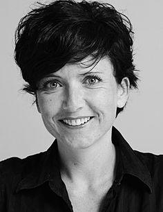 """""""Seit vielen Jahren ist Min Li meine politische Verbündete und Freundin. Ich bewundere ihr untrügliches politisches Gespür, ihren Mut, wenn es darum geht, vermeintliche Wahrheiten laut zu hinterfragen, ihre Leidenschaft für Debatten, ihre Lust am Denken, ihre unerschütterliche Überzeugung für Gerechtigkeit. Ich kann mir keine bessere Kämpferin für unsere Anliegen in Bern vorstellen."""" Andrea Sprecher, alt Kantonsrätin, ehemalige Co-Präsidentin SP Stadt Zürich"""