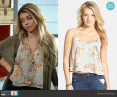 Haley's blue floral cami on Modern Family. Outfit Details: http://wornontv.net/48492/ #ModernFamily