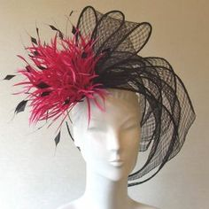 Petite Creations:For women that want something to complement outfit w/out covering head--Trailing open weave sinamay with star burst feather flower-black and fuchsia--made in England Derby Attire, Derby Outfits, Kentucky Derby Fascinator, Kentucky Derby Hats, Fascinator Hats, Fascinators, Headpieces, Tea Party Hats, Derby Dress