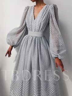 Glamouröse Outfits, Classy Outfits, Fashion Outfits, Ladies Fashion Dresses, Ladies Clothes, Dress Fashion, Spring Outfits, Mesh Dress, Dot Dress