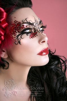 Red sparkle fantasy make up. I love how you added such beauty to an even more beautiful woman. Make Up Art, Eye Make Up, Beauty Makeup, Hair Makeup, Hair Beauty, Halloween Gesicht, Fantasy Make Up, Theatrical Makeup, Artistic Make Up