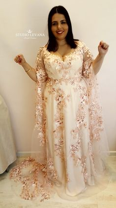 48ae6a6074e0 Plus size evening gown with long sleeves from Studio Levana Plus Size Abiti  Da Sposa Con