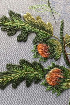 Hand Embroidery Flowers, Embroidery Patterns Free, Hand Embroidery Stitches, Crewel Embroidery, Embroidery Techniques, Cross Stitch Embroidery, Embroidery Designs, Embroidery Needles, Bordado Jacobean