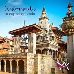 Katmandú, la capital del cielo Nepal es un pequeño país que se encuentra ubicado en la frontera entre China e India. Y es el único del mundo que no posee una bandera rectangular, simula dos triángulos que representan al budismo y el hinduismo, sus religiones principales. Katmandú es su capital y podría considerarse como una ciudad del cielo, ya que a su alrededor encontramos 8 de las 14 montañas más altas del planeta tierra con más de 8.000 metros de altura, en pleno…