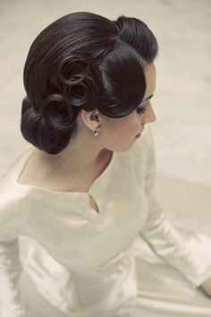 Vintage style - amazing hair for a dak brunette bride. Also like the lovely neckline, sleeves