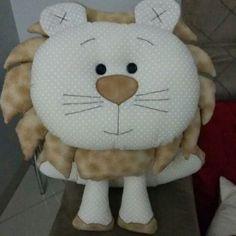 Almofadinha de leão em tecido tricoline 100% algodão. Minhas artes em tecido !